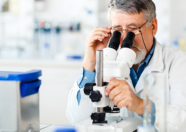scientist-microscope